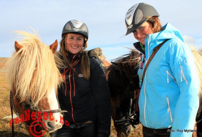 Hester og jenter Foto Roy Myrland