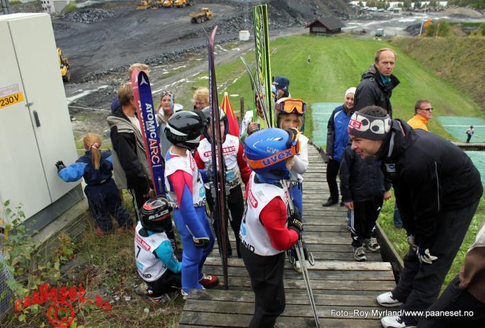 Anders Jacobsen instruerer Vikersund Foto Roy Myrland