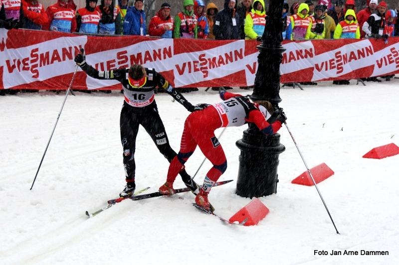 Dramatikk i World Cup Drammen da Ingvild Flugstad Østberg og Sadie Bjørnsen rota det til. Foto Jan Arne Dammen