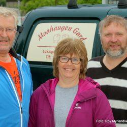 Nils-Olav Tilden (til venstre), Bente Rakstad og Geir Tore Rakstad på Valdresdagen Foto Roy Myrland