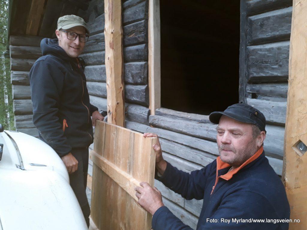 Restaurert Basstøge i Valdres. Håkon Hjelleset Svein Thon Laft Lafting Valdres nybygg restaurering foto roy myrland