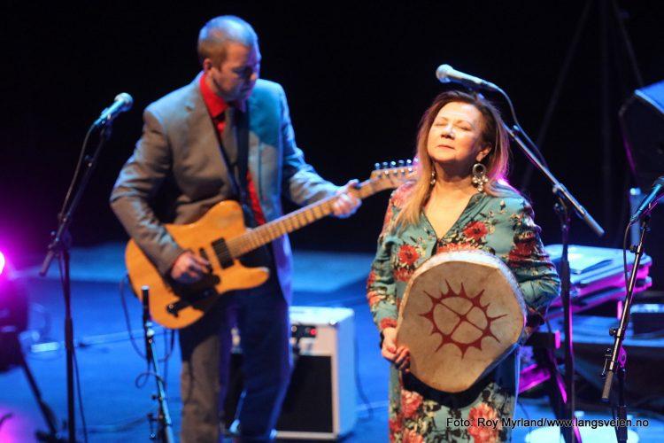 Mari Boine og Georg Buljo i Bølgen Kulturhus i Larvik . Foto Roy Myrland/www.langsveien.no