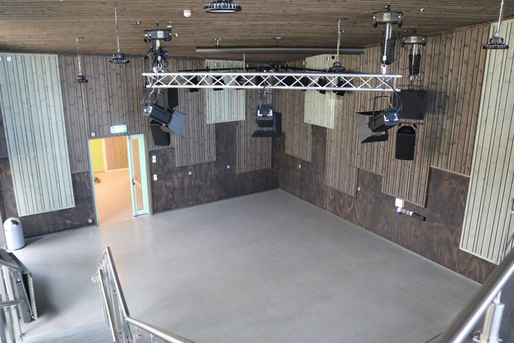 Topp moderne lyd- og lysanlegg i ungdomsklubben. Kulturskolen i Øystre-Slidre. Foto Roy Myrland