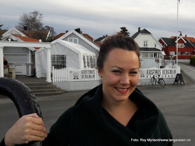 "LArvikingen ""Larvikingen"" i desember 2016 er Guro Furustad. Hun driver restauranten ""Kristinius Bergmann"" i Helgeroa."