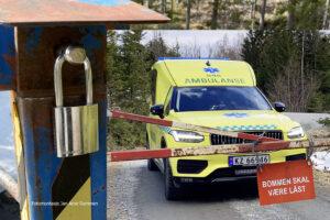 Ambulansen stanses av stengte bommer – ber om kodelås eller nøkkelboks